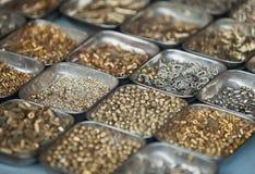 Metal шарики на счетчике открытого рынка в Индии Стоковое Фото