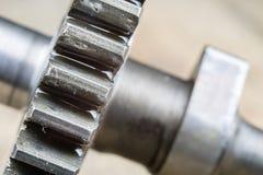Metal шестерни предусматриванные с слоем масла в более большом изображении spare стоковые изображения rf