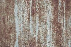 Metal aherrumbrado con la pintura descolorada y la textura llevada imagenes de archivo