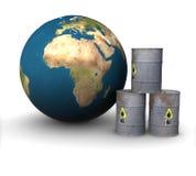 Metal Barrel Erdöle auf dem Hintergrund des Landes Lizenzfreie Stockfotografie