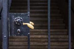 Metal bramy rękojeści schody skrzydła elegancki Keyhole Staromodny V Zdjęcia Stock