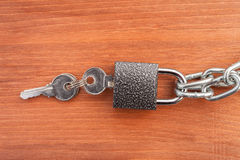 Metal chain links and lock Royalty Free Stock Photography
