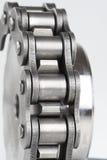 Metal a corrente de ligação e a roda denteada Fotos de Stock