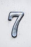 Metal cyfra - 7 na drewnianym tle Fotografia Royalty Free