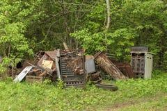 Metal de hoja quebrado y aherrumbrado Imagenes de archivo