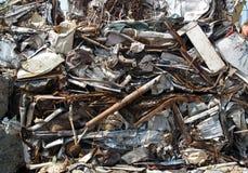 Metal de hoja quebrado y aherrumbrado Imagen de archivo