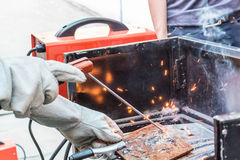 Metal de solda do trabalhador Imagem de Stock