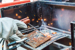Metal de solda do trabalhador Fotos de Stock