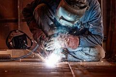 Metal de soldadura del soldador Imagen de archivo libre de regalías