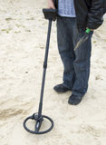 METAL DETECTOR. WORKING ON THE BEACH royalty free stock images