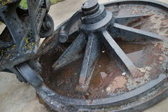 Metal el borde y la rueda del eslabón giratorio viejo del canon Fotos de archivo