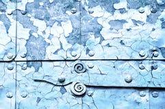 Metal el fondo industrial azul brillante con la pintura de la peladura Foto de archivo libre de regalías