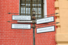 Metal el indicador en Peter y Paul Fortress en St Petersburg, Rusia Imágenes de archivo libres de regalías