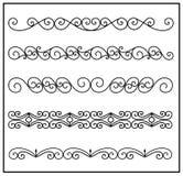 Metal elementos forjados com ornamento do vintage, coleção, beiras decorativas da onda no fundo branco Foto de Stock