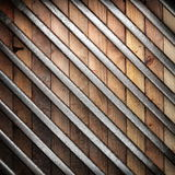 Metal en el fondo de madera Foto de archivo libre de regalías