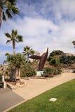 Metal a escultura de uma baleia chamada rompendo a baleia Foto de Stock Royalty Free