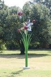 Metal a estátua da flor no parque dos sobreviventes do câncer Imagens de Stock Royalty Free
