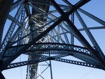 Metal a estrutura de uma ponte em Porto, Portugal Fotos de Stock Royalty Free
