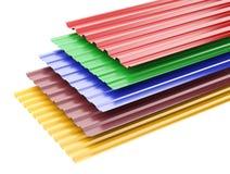 Metal gli strati ondulati del tetto, con i vari colori Fotografia Stock Libera da Diritti