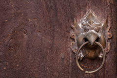Metal il battitore di porta, metallo tailandese di stile dell'Asia. Immagine Stock