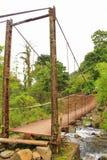 Metal il ponte sul modo al villaggio di Pozos de la Caldera, Panama Immagini Stock