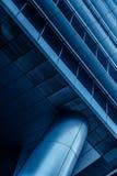 Metal kolumna i część budynek w nowożytnej futurystycznej architekturze Zdjęcie Royalty Free
