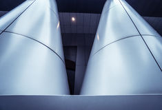 Metal kolumna w nowożytnej futurystycznej architekturze Fotografia Stock