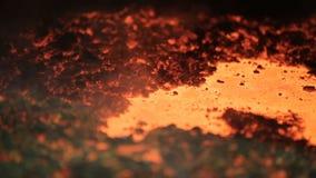 Metal líquido en la fábrica, fundición, acero fundido, metal fundido almacen de metraje de vídeo