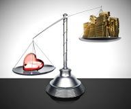 Metal la Balance avec un coeur en verre et des barres d'or Photographie stock libre de droits