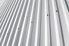Metal la hoja blanca para el edificio industrial y la construcción Cubra la chapa o los tejados acanalados del edificio de la fáb imagen de archivo