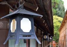 Metal la lanterne, Yasaka Jinja, Kyoto, Japon Photos stock