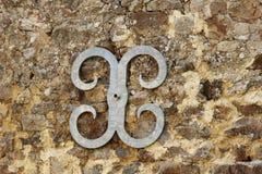 Metal la parenthèse de jointure de fixation de mur sur le mur en pierre Images libres de droits