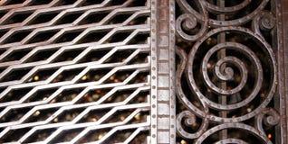 Metal la puerta en la iglesia del St Sebaldus, Nuremberg Fotografía de archivo libre de regalías