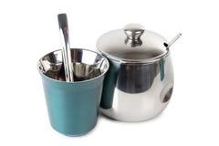 Metal la taza y el sugarbowl Fotos de archivo