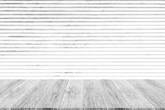 Metal la texture de mur de rouille, processus dans la couleur blanche avec le terra en bois Photographie stock libre de droits