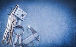 Metal las consolas de montaje perforadas del calibrador de diapositiva de los alicates del mandíbula de la cerradura Foto de archivo libre de regalías