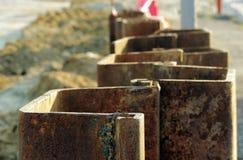 Metal le costruzioni per impedire lo spargimento del suolo durante i bivi della costruzione a Mosca Fotografia Stock Libera da Diritti