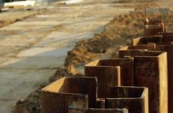 Metal le costruzioni per impedire lo spargimento del suolo durante i bivi della costruzione a Mosca Fotografie Stock Libere da Diritti