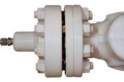 Metal le flange del tubo con i bulloni su un fondo isolato, convogli la linea in olio e nell'industria del gas ed installata in p Immagini Stock Libere da Diritti