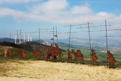 Metal le statue del pellegrino nel porto della montagna di Puerto del Perdon, Camino il de Santiago, Navarra, Spagna Fotografia Stock Libera da Diritti