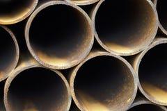 Metal le tuyau de profil de la section ronde dans les paquets à l'entrepôt des produits métalliques photos stock