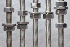 Metal les écrous de boulon et les joints avec le fil métrique Photographie stock