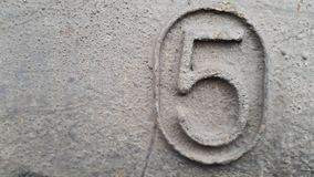 Metal liczba 5 Tekstura ośniedziały metal w postaci postaci 5 Fotografia Stock