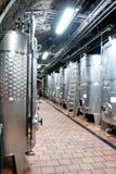 Metal los barriles de vino, bodega, abadía de Klosterneuburg, Austria Imagen de archivo