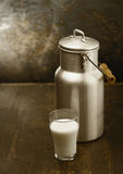 Metal milk can with glass of fresh milk Royalty Free Stock Photos