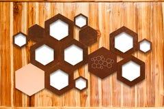 Metal molekuły ikony znak na drewnianym ściennym tle z alozą Zdjęcie Royalty Free