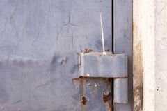 Free Metal Old Door Or Gate Hinge Located At The Edge Of Cement Door Frame With Crack And Rusty Color Painting Surface. Concept Of Stock Photo - 194411300