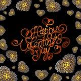 Metal os corações do ouro feitos das esferas isoladas no fundo preto Rotulação feliz do dia de Valentim escrita pelo fogo do fumo Fotos de Stock Royalty Free