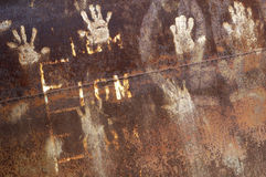 Metal oxidado con el handprint foto de archivo