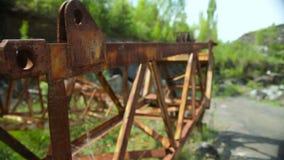 Metal oxidado en una mina de piedra almacen de video